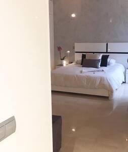 Estudio de Lujo en Serrano - Madrid - Lägenhet