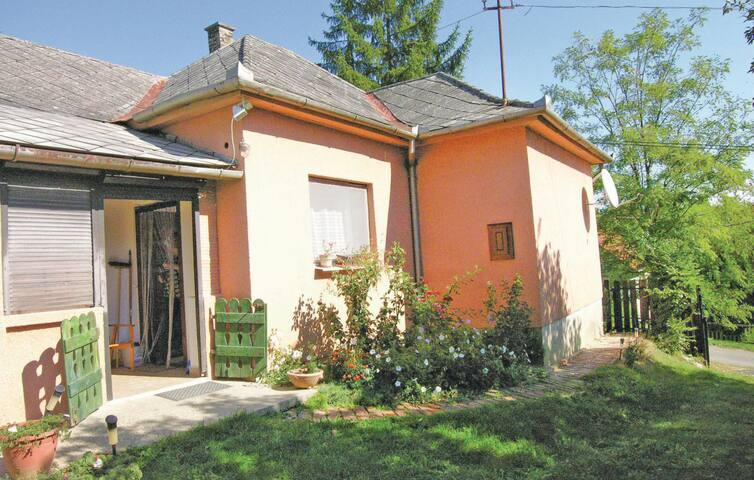 Holiday cottage with 2 bedrooms on 66 m² in Szenna