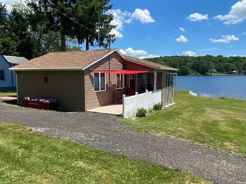 Quaint cottage on small quiet lake