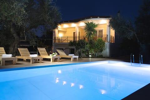 Casa junto a la piscina Eygenias