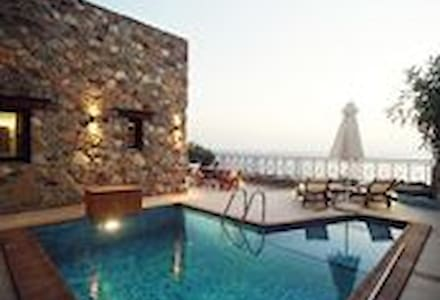 Seafront delux suite in the area of Elafonisos - Chania
