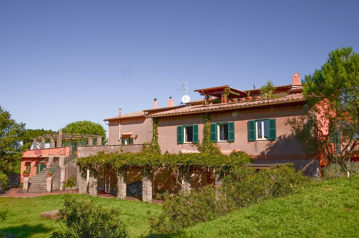 Dimora storica panoramica  100 mq in parco privato - Monte Porzio Catone - Daire