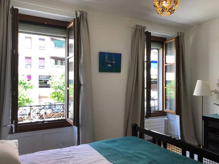 Bright, clean modern apartment in central Geneva