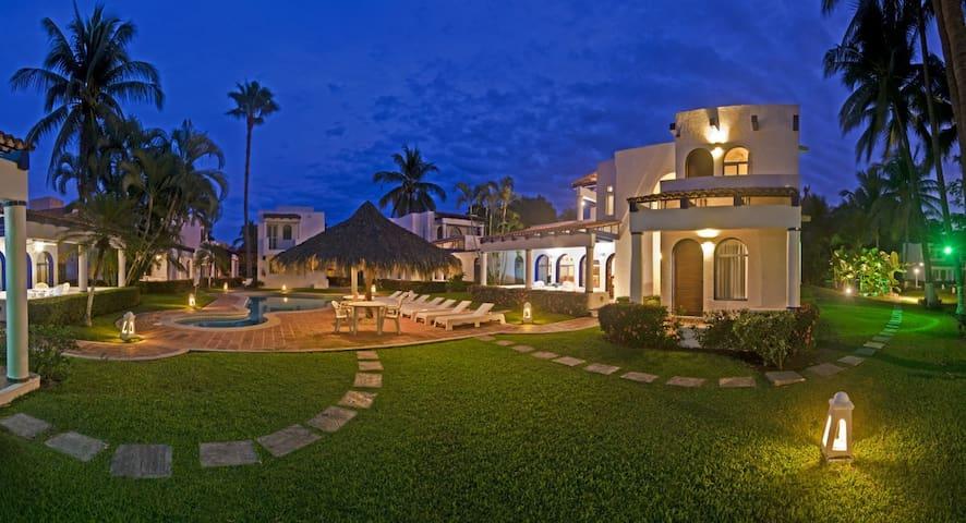 Isla Dorado, Mango II, Club Santiago, Manzanillo