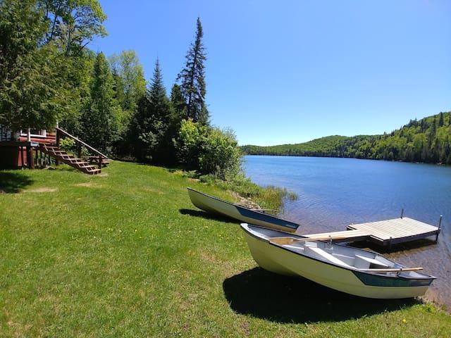 Chalet Bouleaux, Au bord de l'eau Lac Carmel