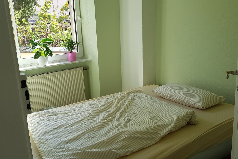 Schlafzimmer 140×200 cm Bett!!