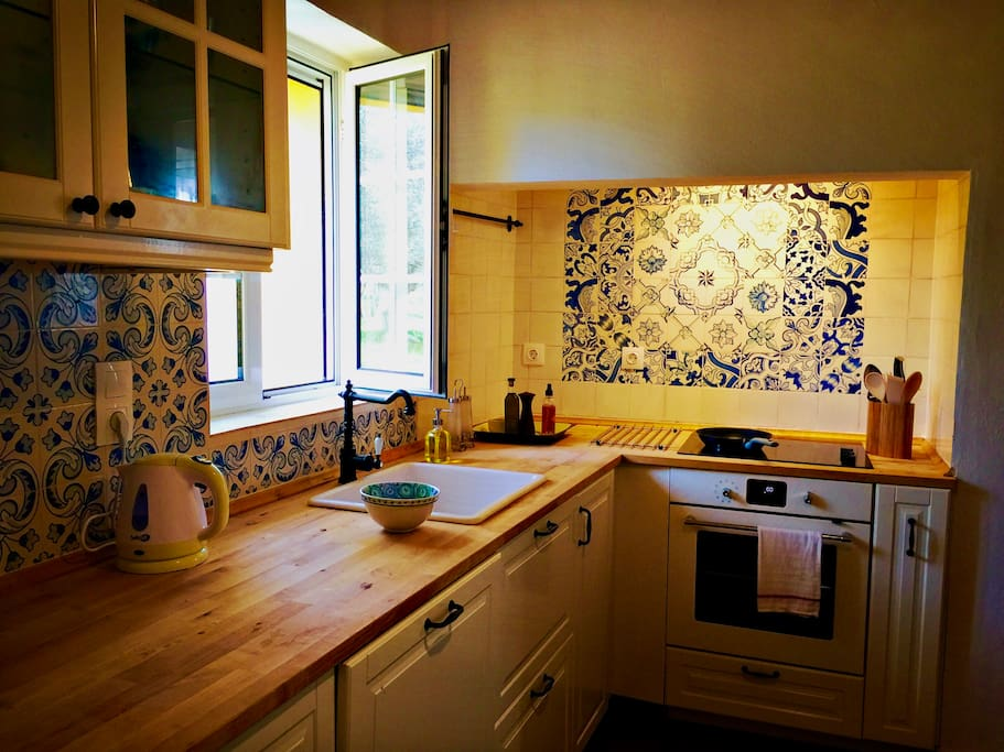 The cottage's kitchen is fully equipped, with hand-painted azulejos, new Ikea oven and dishwasher, coffee maker, kettle, and even an electric citrus juicer.