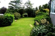Large pet friendly gardens to explore.