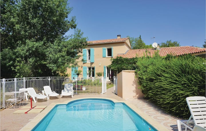 Amazing home in Prades sur Vernazobre with WiFi, Outdoor swimming pool and 4 Bedrooms