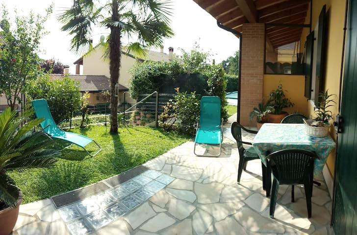 casa con giardino zona lago garda vicino zoo
