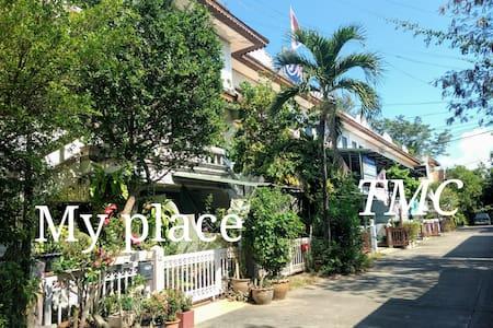 BaanRuamChok (A04) : A minute walk to TMC