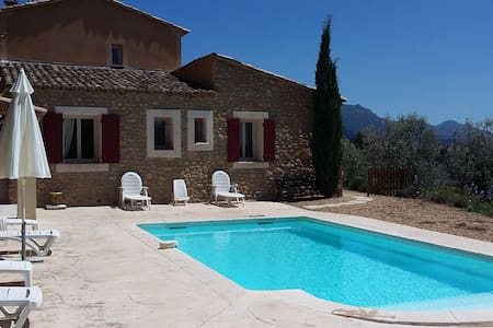 Provençal stoned cottage with swimmingpool. - Propiac - 別荘