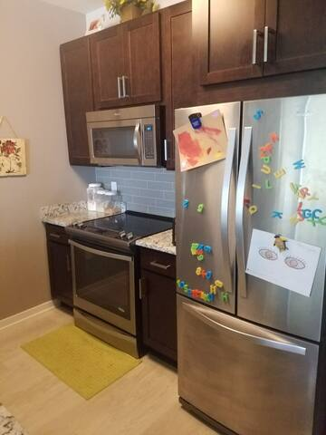 Brand New One Bedroom Apartment - Oak Creek - Apartment