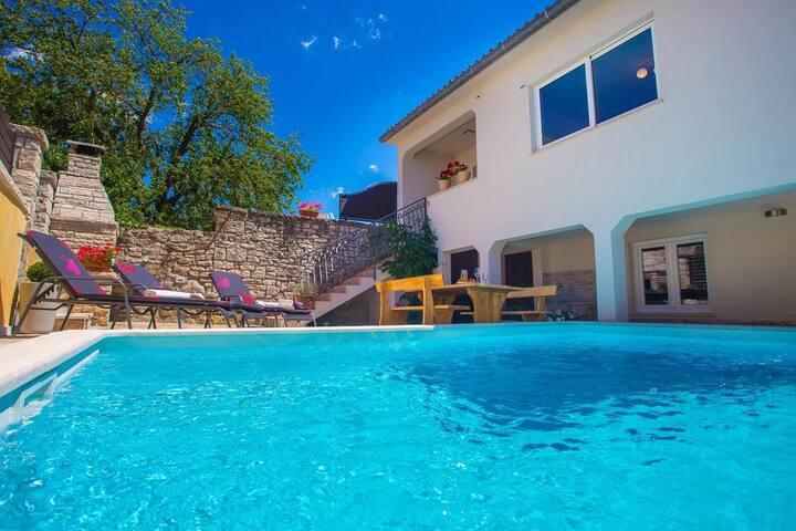 Holiday Villa Kris, nature & relax