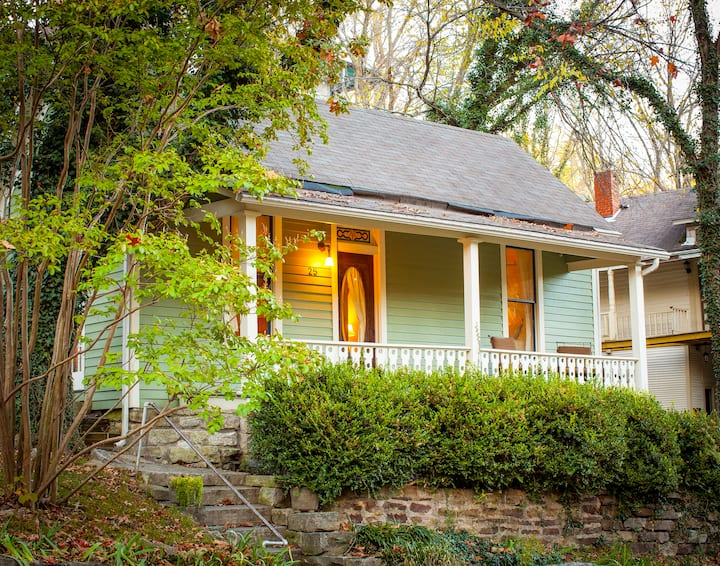 Cricket Cottage, Great Downtown Location, Street Parking