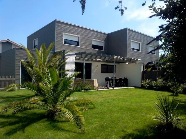 Maison bois contemporaine à moins de 10'des plages