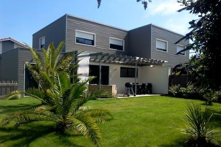 Maison bois neuve et contemporaine à 5' des plages - Seignosse