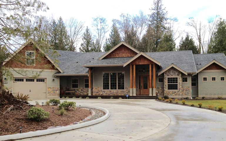 Country Home Nestled in the Woods!