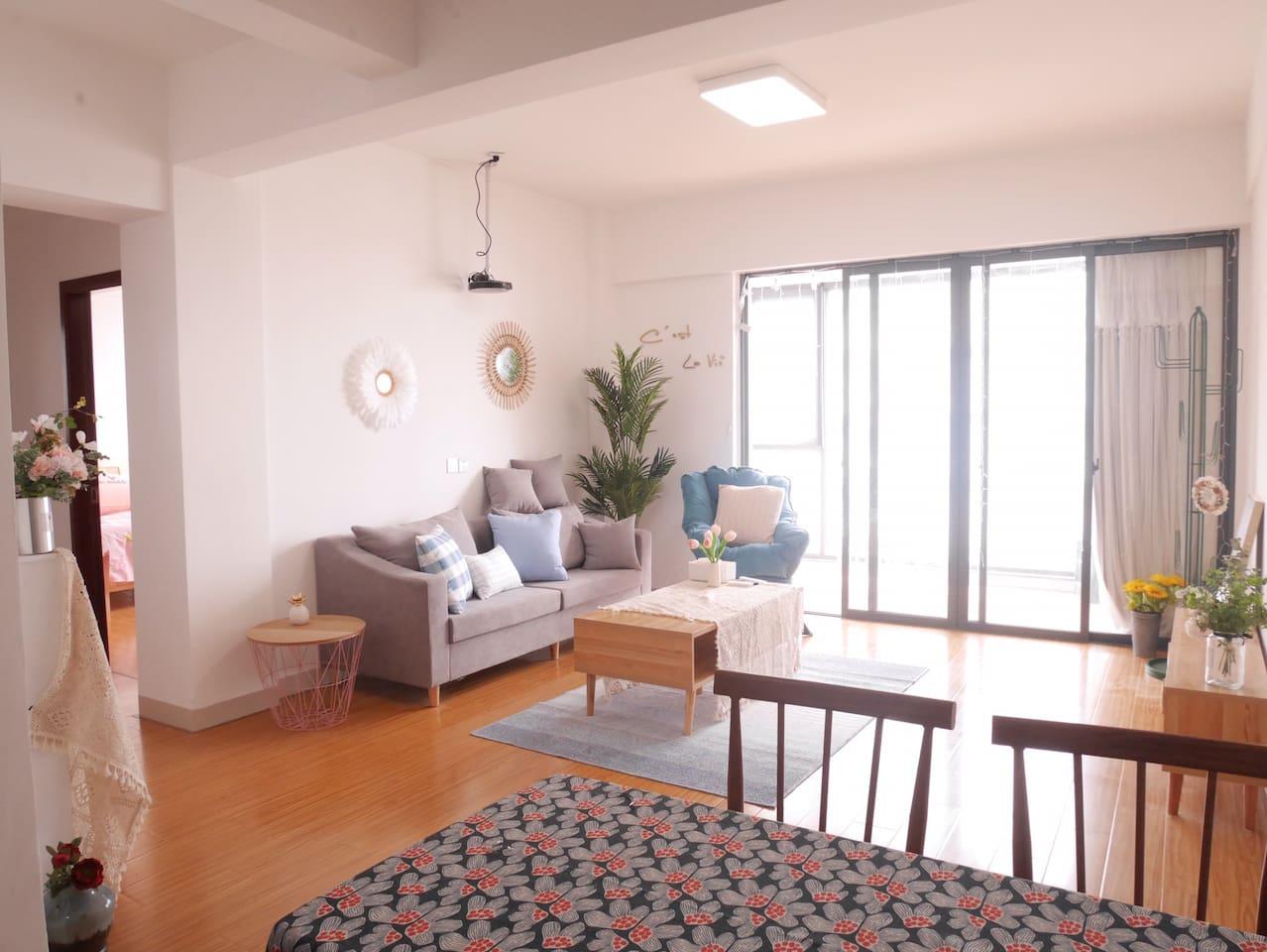 90平米大两房,客厅.房间方正,阳台全落地窗一线看厦门最长最美海景