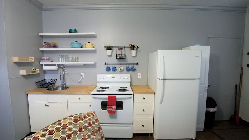 Offers a full size cooking range and fridge, and all the kitchen essentials