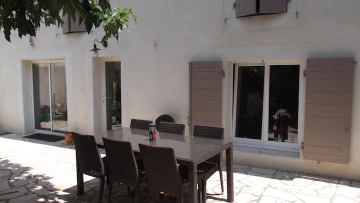 Maison de village proche Saint Remy de Provence.