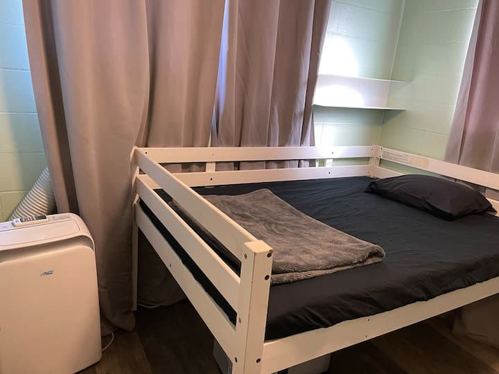 108 UH Manoa/Manoa Valley private room