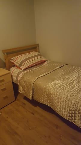 Single room in modern 5 bed house - Waterford