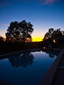 rustgevende gîte met privézwembad - Trémons - 独立屋