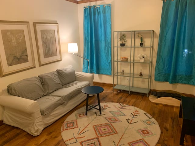 FEMALE Shared Room for 2 near Q&B Subway Stop