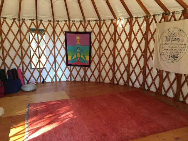 Earth Castle's Yurt - Grass Valley