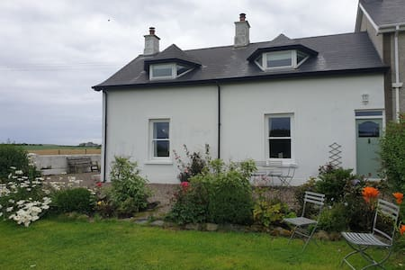 Kilcoobin Cottage - 1 mile from Giants Causeway