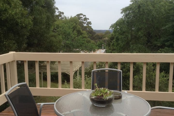Enjoy the fresh air while enjoying a coffee or a wine out on the rear deck overlooking the state forest.  Cockatoos and Kookaburras may like to visit you.
