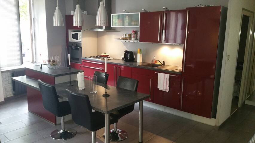 Grand appartement à 10 min Grenoble - Domène - Byt