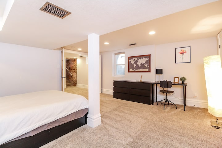 Spacious private bed & bath near RiNo & Downtown