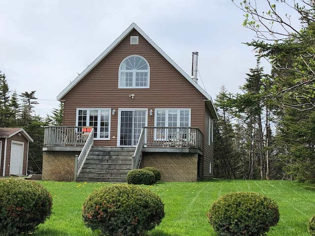 Waterfront Home**3 bedrm**7mins to The Wilds Golf!