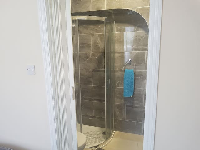 Clean and tidy en suite bedrooms in Heaton