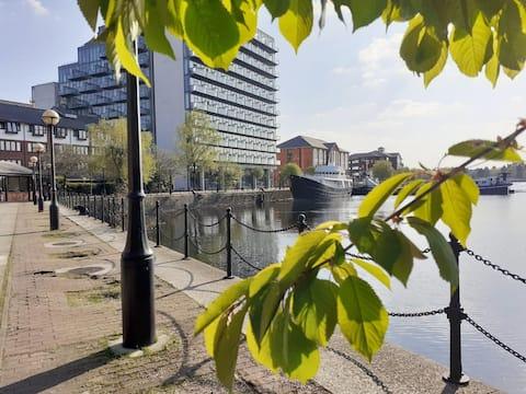 Waterfront modern studio, Manchester- min 28 days
