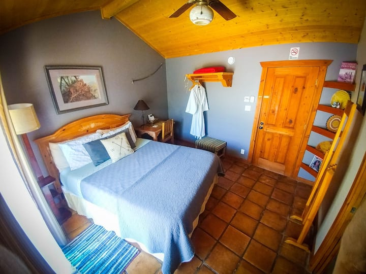 Private Bedroom & bath in Lodge w/Pool - Hopi Rm