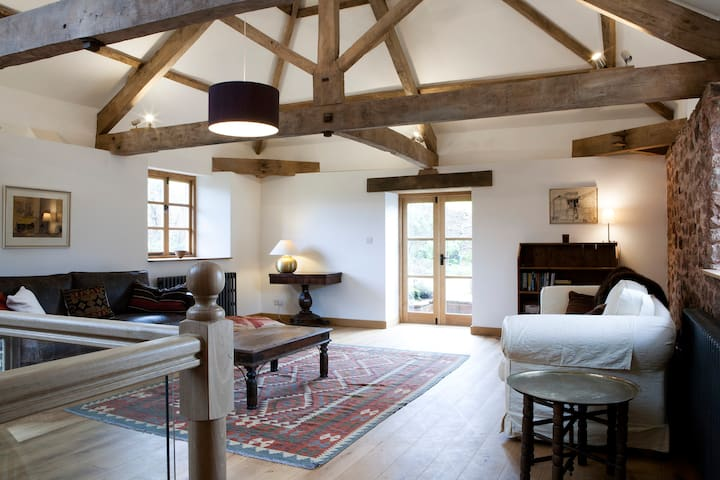 DEVON BARN IN TRANQUIL SETTING - Devon - Apartamento