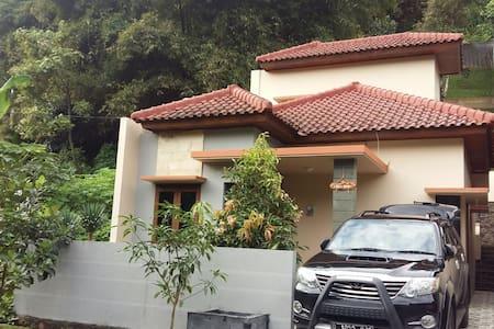 Villa Roemi Bandung - Parongpong - Villa