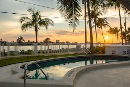 Portside-Unit 1 - Palm Beach Shores - Pis