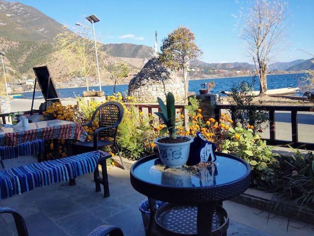泸沽湖边一线黄金湖景房,房间宽大舒适,设施齐全,超大院子,可以停车,提供美食 - Liangshan - Boutique hotel
