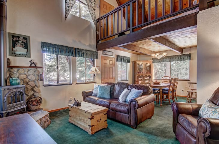 Comfortable 3BR Cabin w/Hot Tub & Forest Views!