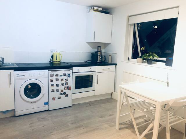 Great Studio Flat just 5min from station