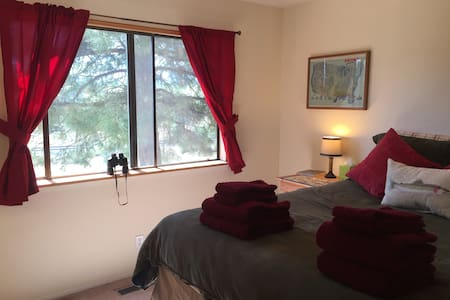 Private Queen Room - Mtn Views, Close to Downtown! - Casa
