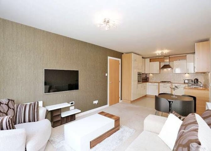 Modern 2BR Apartment - Sleeps 4 - Aberdeen - Apartment