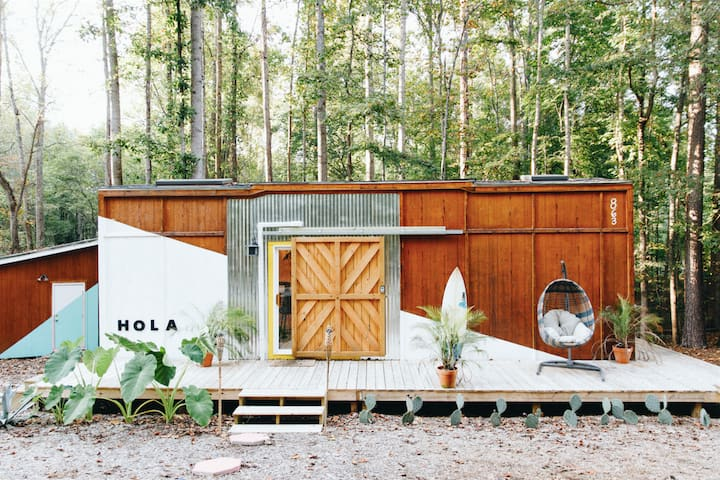 Creative Getaway in this Tropical Tiny House