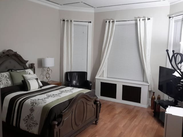 Private Cozy Large  Comfortable Bedroom. - Staten Island - Rumah