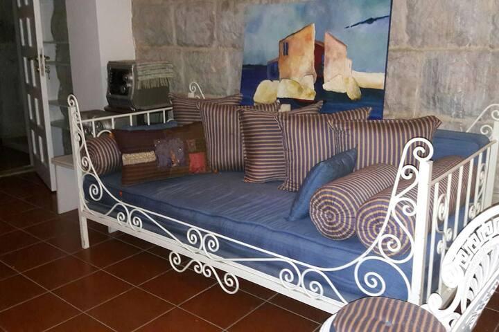sofa bed dans salon
