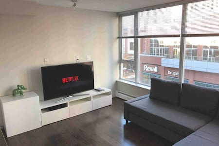 Entire One Bedroom Suite Downtown - With Parking